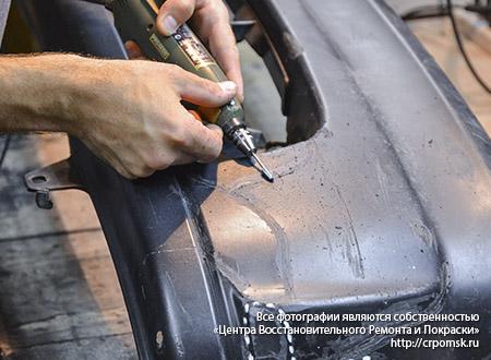 Процесс ремонта бампера авто